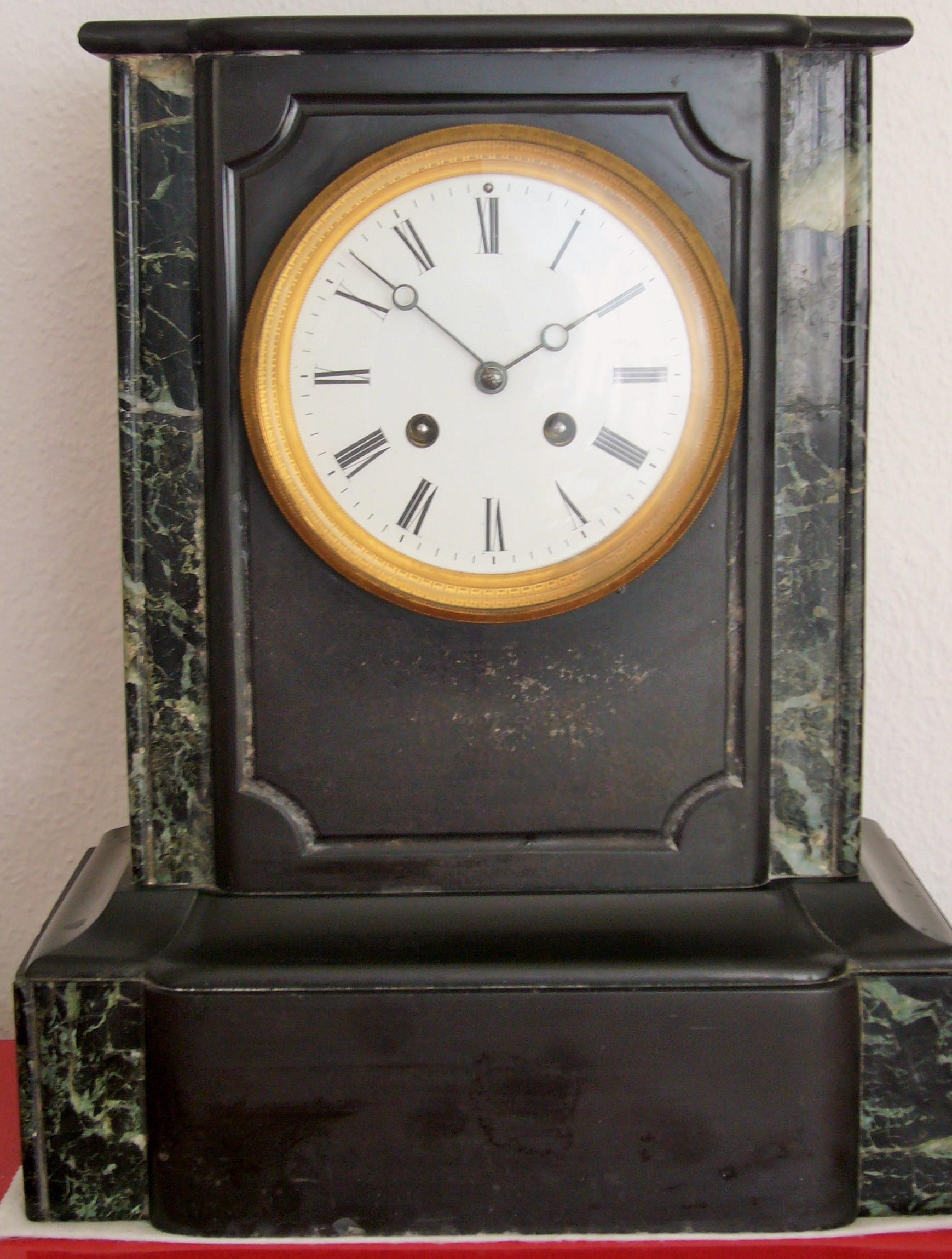 pendule borne napoleon iii en marbre noir sur. Black Bedroom Furniture Sets. Home Design Ideas