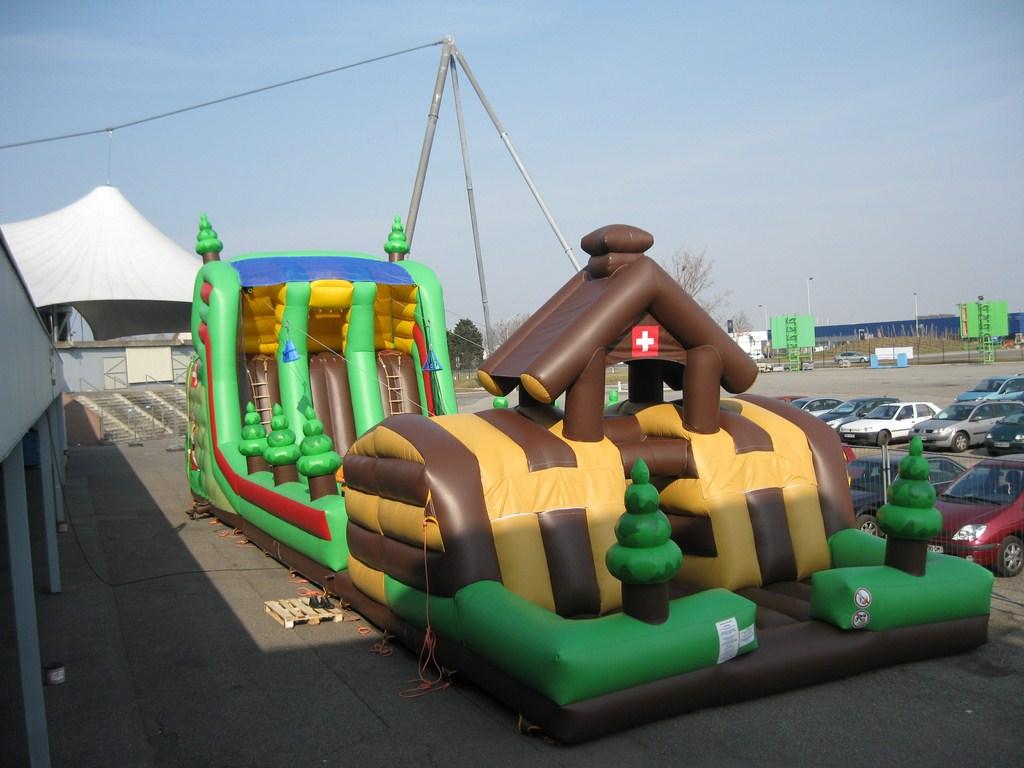 Un toboggan gonflable g ant de 12m de haut chez vous vendre blog ench res - Chateau gonflable a vendre ...