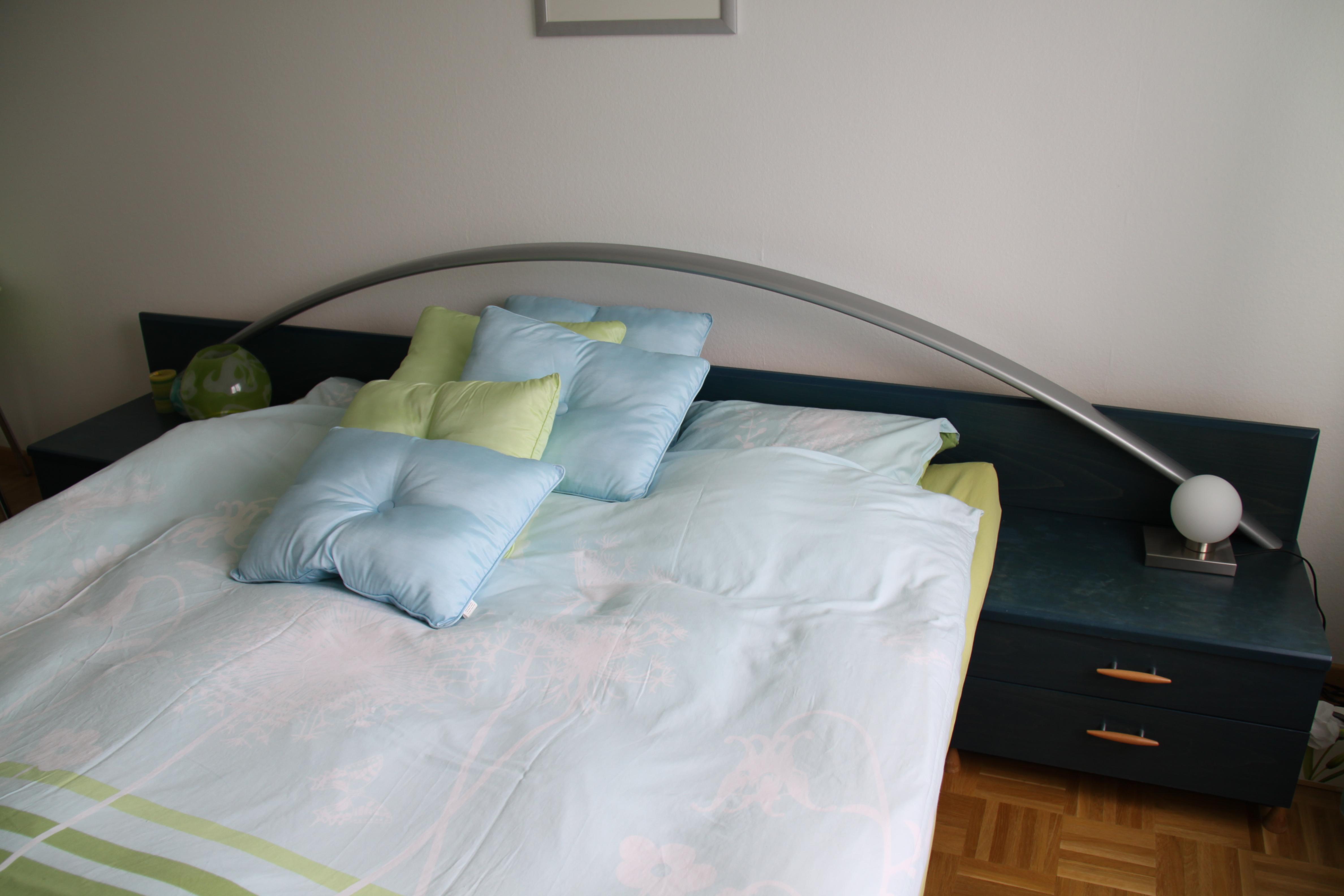 Salon Blanc Bois Noir : chambre à coucher complète  Sur Adjugerch