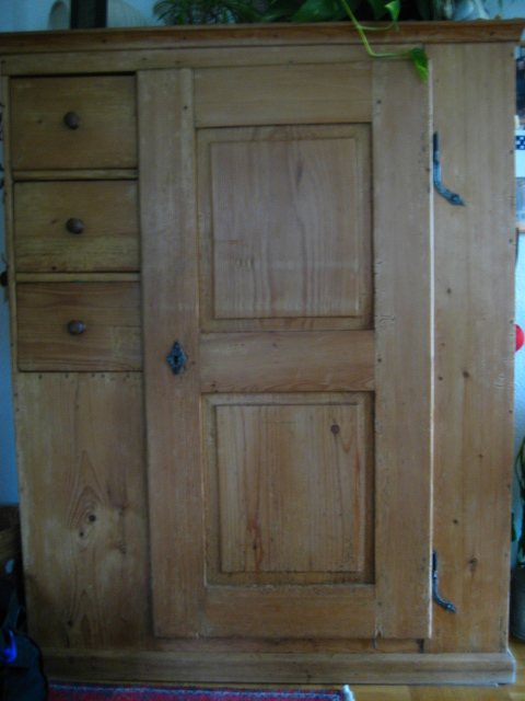 armoire ancienne en pin massif vendre blog ench res en. Black Bedroom Furniture Sets. Home Design Ideas