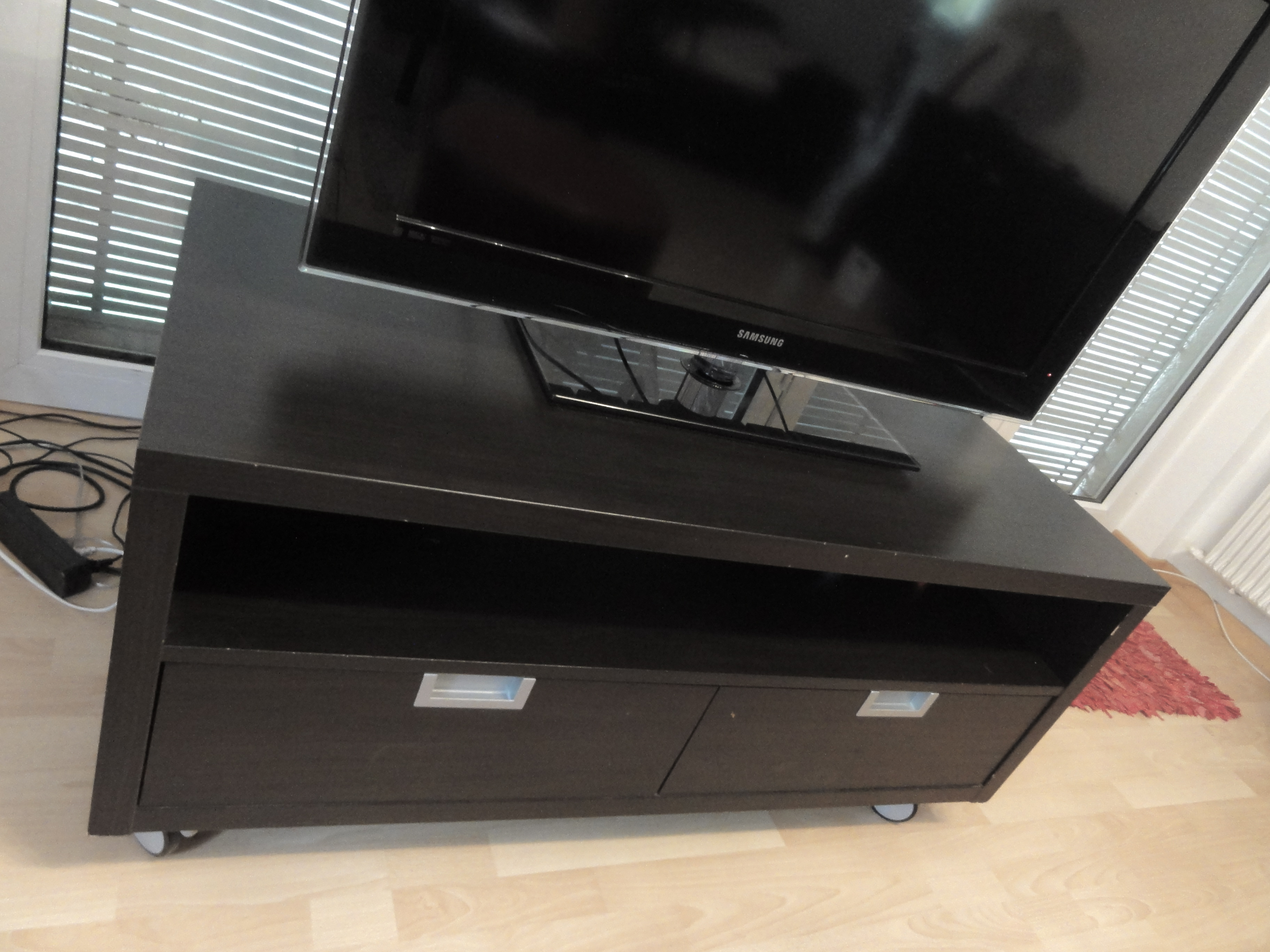 a vendre meuble tv vendre blog ench res en ligne. Black Bedroom Furniture Sets. Home Design Ideas